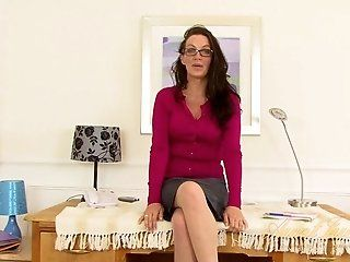 Amateur,HD,Mature,British,MILFs,Masturbation,Stockings Naughty secretary...
