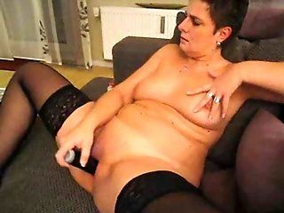 Mature,Brunette,Solo Girl,Masturbation,Dildos/Toys Horny granny plays with a sexy toy on...