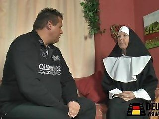 Mature;HD Die Nonne bei mir zuhause!