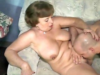 Mature,Cunnilingus,Oldie Lucky mature babe gets her pussy...