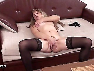 Amateur;Mature;MILF Naughty mom playing with her pussy