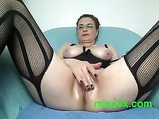 Mature;MILF Very hot mom show...