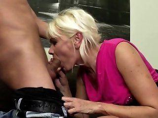 Amateur;Mature;MILF;HD Amateur mature mom fucked by no...