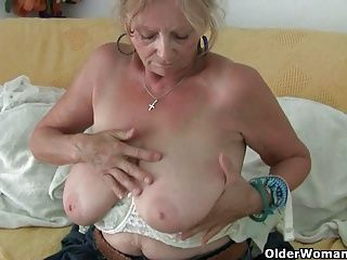 Amateur;Big Boobs;Grannies;Matures;MILFs;Old;Granny;Mother;Older;Grandma;GILF;Masturbator;English;Pantyhose;Tights;Big Tits;Nylons;Old Woman;Seniors;Panties;Older Woman Fun Big titted...