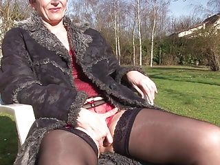 Amateur;French;Matures;Pussy Licking;Short Hair;Old;69;Rough;Riding;Se Tape;La France April Diana la mature se tape le jardinier...