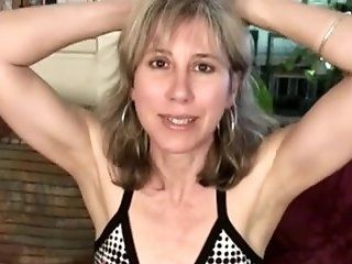 Hairy,Masturbation,MILFs,Mature,Dildos/Toys Sexy lady wants a rubber dick in her...