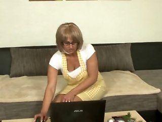 Mature,Cunnilingus,Oldie Horny blonde mom...