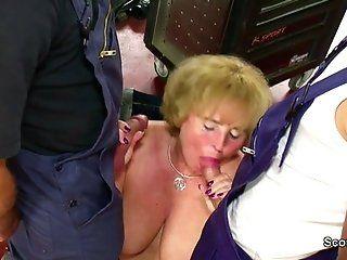 Big Tits;Mature;MILF;HD Geile MILF Mutter...
