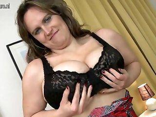 Amateur;Mature;MILF Fat ass busty mom...