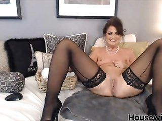 Amateur;Mature;MILF;Squirting;Masturbation Mindy with hot...