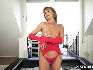Anal,Blonde,Blowjob,Cumshots,Dildos/Toys,European,Facial,Mature,Rimming,College,Hardcore,Fingering Anal granny...