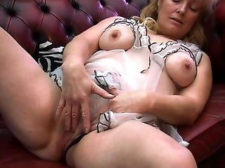 Amateur,HD,Mature,Blonde Blonde Cindy pulls out the powered...
