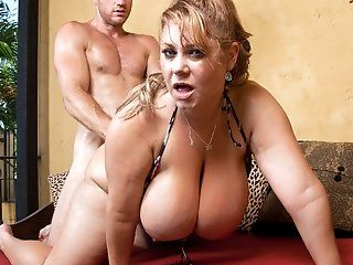 Big Tits,Blonde,Blowjob,MILFs,Mature Levi is chilling...